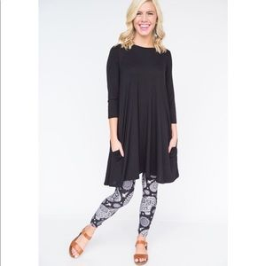 3/4 Sleeve Swing Black Tunic Agnes & Dora Large